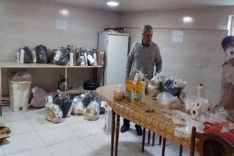 خبرنگاران بیش از 2 هزار سبد کالا بین مددجویان مهریزی توزیع شد