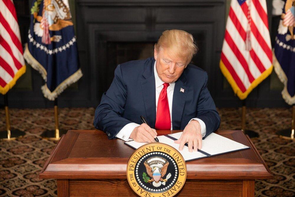 ترامپ فرمان جدید پلیسی را امضا کرد، زانو بر گردن ممنوع نشد!