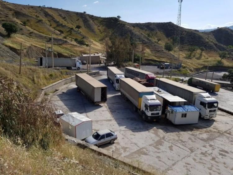 افغان ها مرز را بر روی کامیون های ایرانی بستند