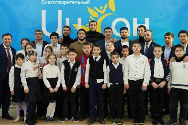حضور ستاره مسلمان کشتی روسیه در جشن حمایت از بچه ها معلول