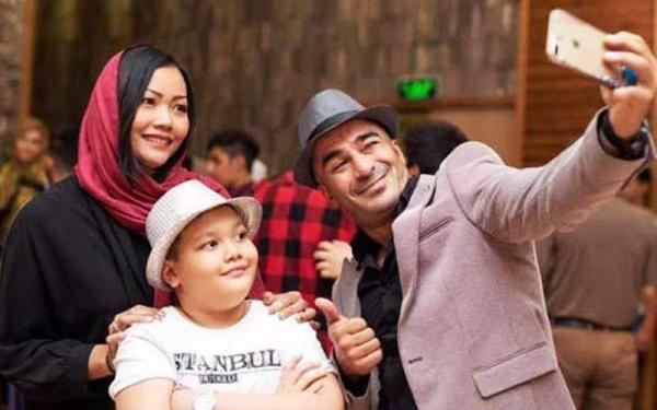 تور لحظه آخری تایلند: راز عجیب پسر یوسف تیموری از همسر تایلندی اش ! ، عجیب اما واقعی !